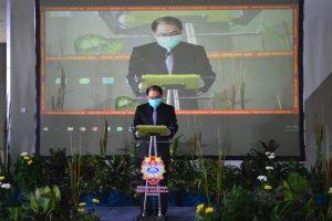 Kuncoro Foe menyampaikan Laporan Tahunan Rektor