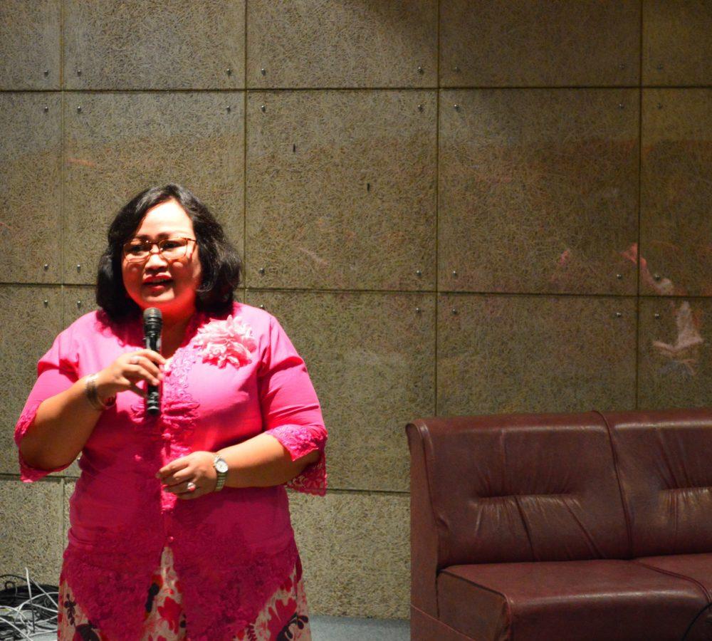 Dekan Fakultas Vokasi UKWMS, Benedicta D. Muljani, S.Sos., M.AB. saat menyampaikan sambutan
