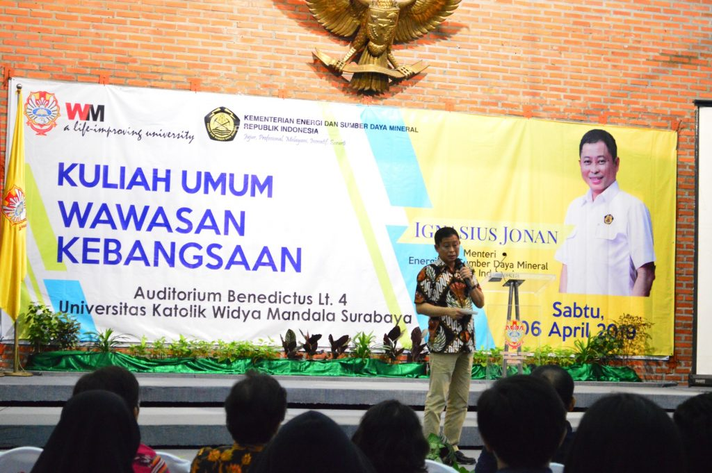 Ignasius Jonan memberikan kuliah umum kepada mahasiswa UKWMS pada Sabtu (0604)