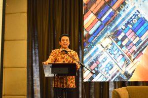 Ir. Marolop Nainggolan memberikan penjelasan mengenai perkembangan perdagangan di Indonesia