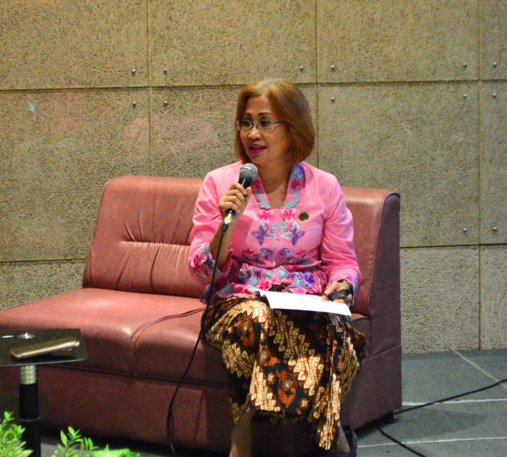 Noorlailie Soewarno menjelaskan tentang filosofi berbagai macam kain batik