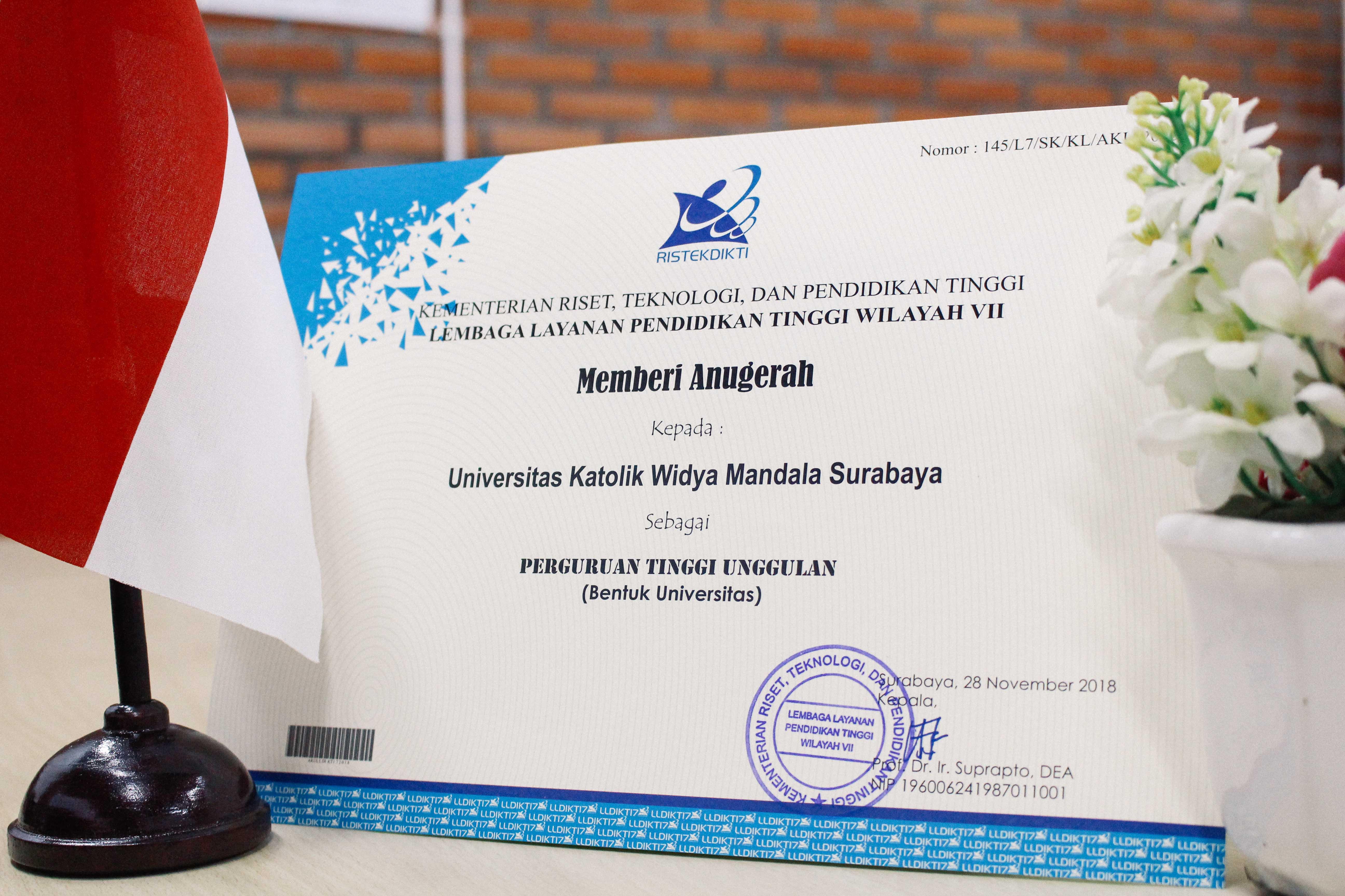 Piagam-Penghargaan-dari-KEMENRISTEKDIKTI-Untuk-Universitas-Katolik-Widya-Mandala-Surabaya