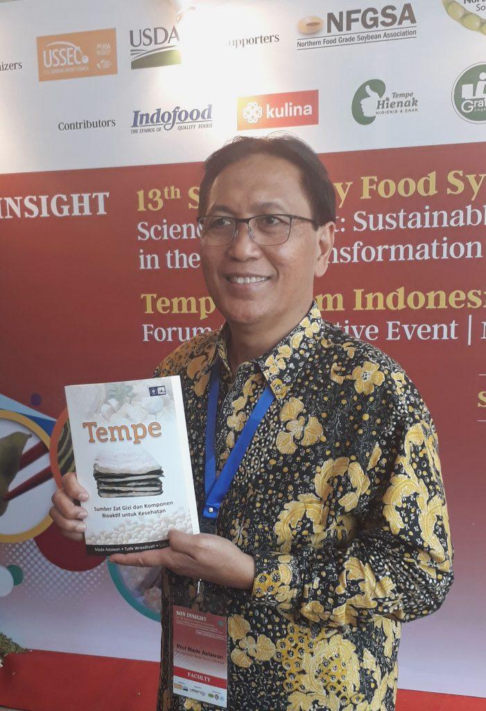 Prof Made Astawan selaku The Indonesia Tempe Forum (ITF) dalam SE Asia Soy Food Symposium