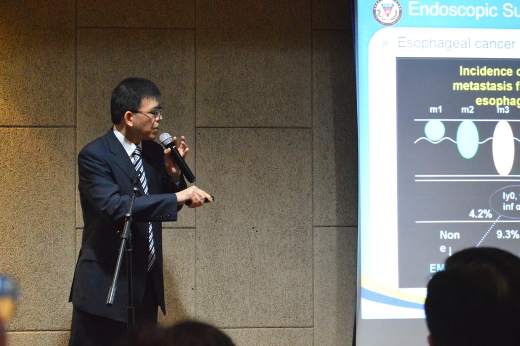 Prof.-Huang-Ming-Hu-MD-saat-menyampaikan-materi