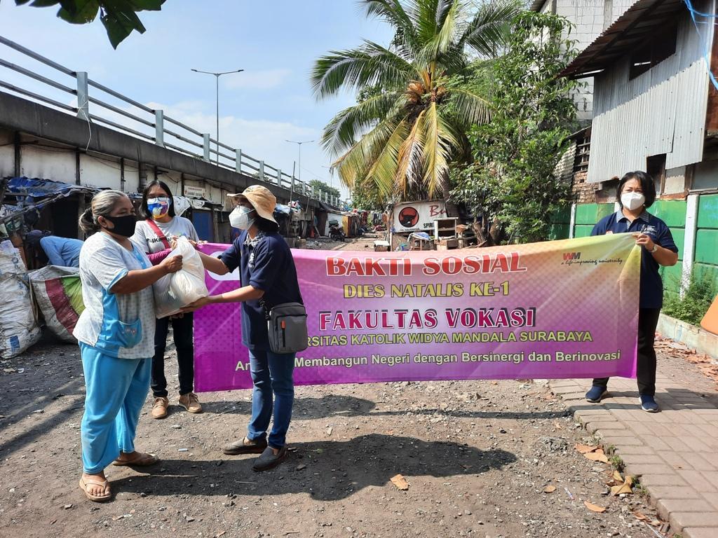 Bakti Sosial Fakultas Vokasi untuk Lansia