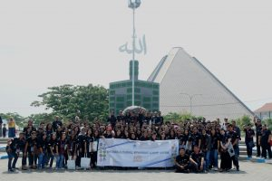 Seluruh peserta ISC APTIK 2019 berfoto bersama di area Pondok Pesantren Tebuireng Jombang-rsz