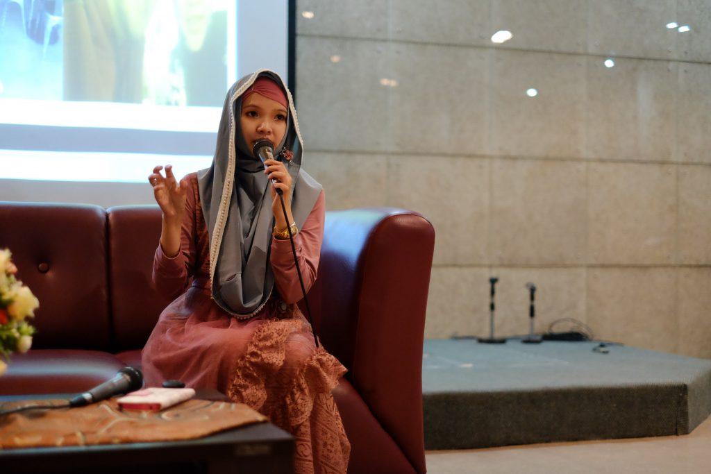 Dian Harumi Paramita, Community Manager Google+ sekaligus alumni FB UKWMS memberikan talkshow di almamaternya