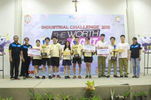 Para pemenang IC 2016 berfoto bersama usai penyerahan hadiah.