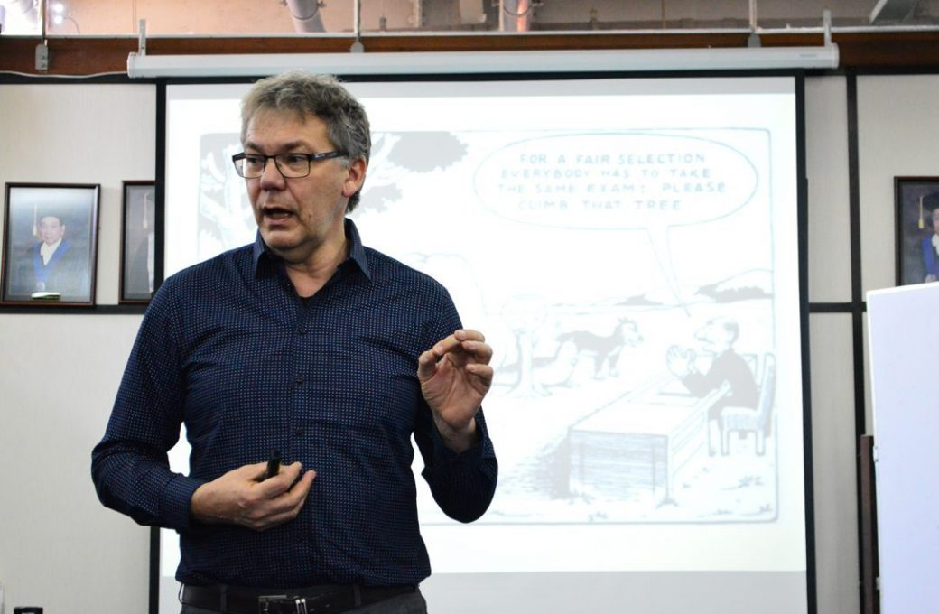 Erik Hendriks menjelaskan pentingnya menjadi spesial dalam berwirausaha