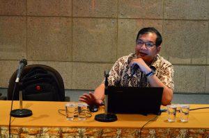Hartono Pranjoto Menyampaikan Materi Workshop LPPM