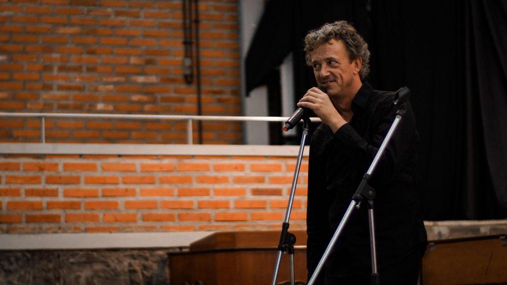 Mark Lippe menyapa ratusan penonton Summer Concert di UKWMS