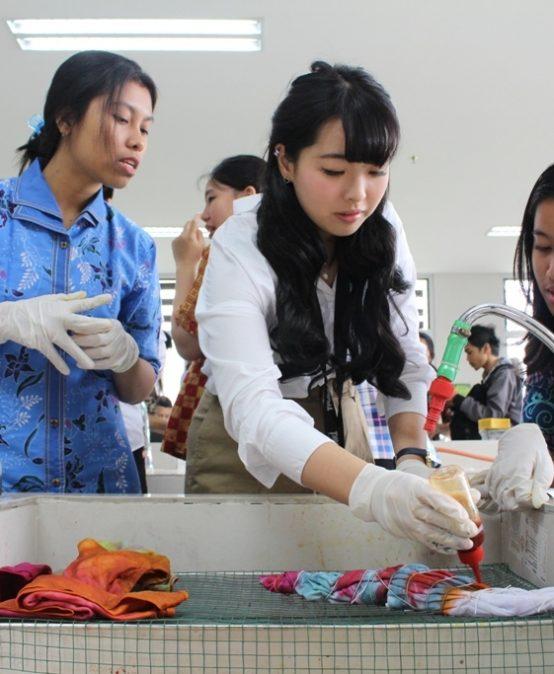 Mbatik Bebas Limbah Bareng Jepang dan Taiwan ala UKWMS (PBL Bag. 1)
