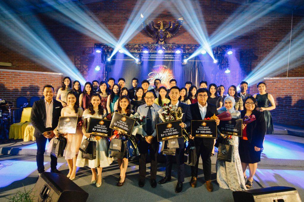 Rektor UKWMS Bersama 30 Besar Duta WM