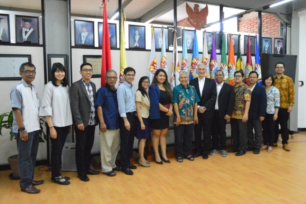 Perwakilan UKWMS berfoto bersama perwakilan dari SolBridge International School of Business usai acara penandatanganan MoA