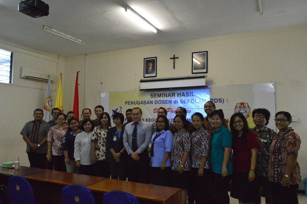 Foto Bersama Peserta dan Pembicara Seminar Hasil Penugasan Dosen di Sekolah