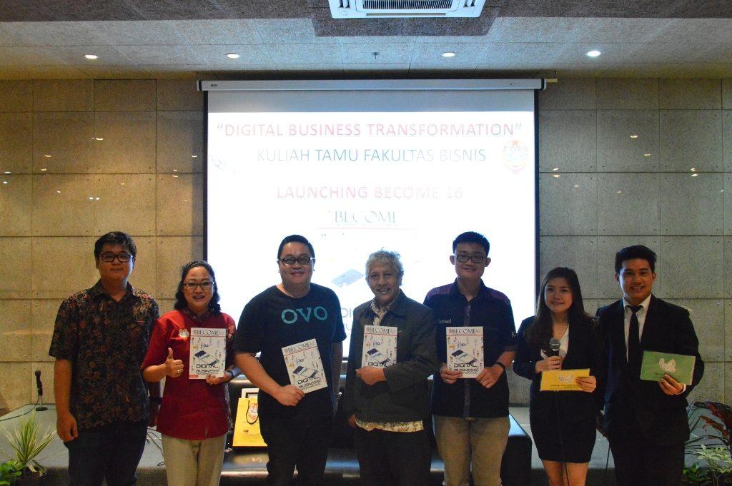 Foto bersama pembicara dan Dosen FB serta Wakil Rektor III UKWMS dengan Direktur OVO, Johnny Widodo