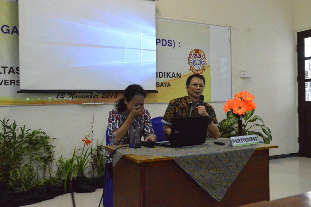 Kiri ke Kanan_ Santi dan Budi saat membeberkan pengalaman pelaksanaan PDS