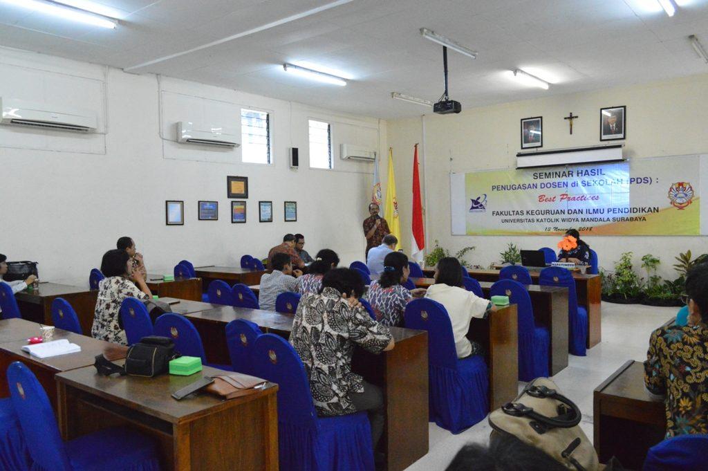 Peserta Asyik Menyimak Sambutan Dekan FKIP dalam Seminar Hasil PDS