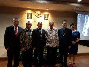 Prof. Huang dari KMUH_Y.G Harto Pramono_Prof. Paul Tahalele_Prof. Maramis_dr. Frans Arifin_Prof. Aij Lie Kwan
