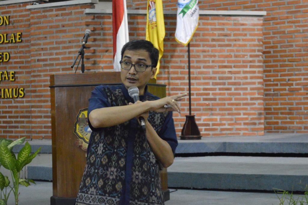 Wardiyono, MBA. selaku Ketua Senayan Developer Community menjelaskan mengenai SLiMS